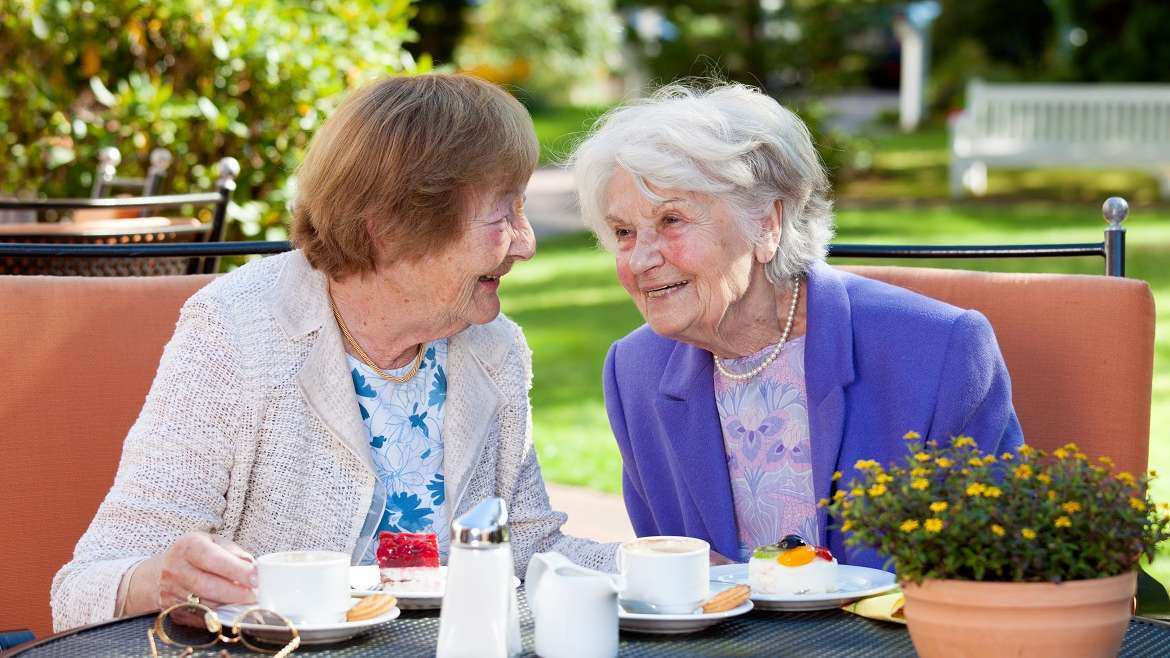 Aging Adults are Thankful for Assisted Living Communities, Study Finds