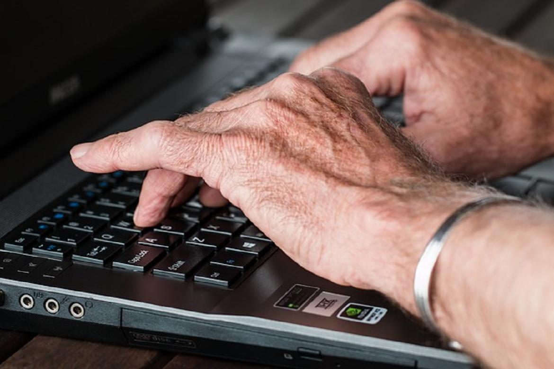 Top 5 Fun Skills Seniors Should Consider Learning Online